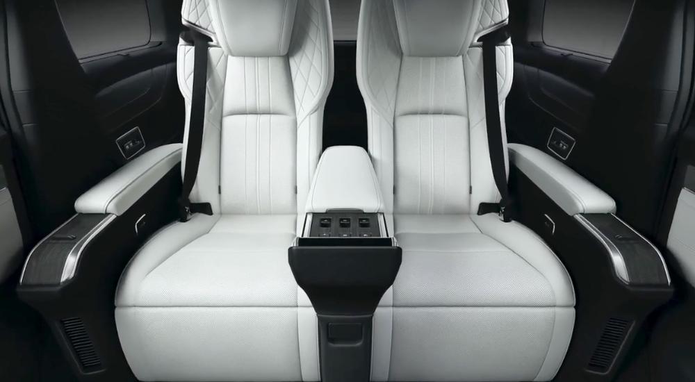 nội thất lexus lm300h 2021 7 ghế